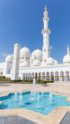 Islamic Wallpaper Hd, Mecca Wallpaper, Beautiful Mosques, Beautiful Buildings, Photo Islam, Mekka Islam, Images Eid Mubarak, Voyage Dubai, Spring Desktop Wallpaper