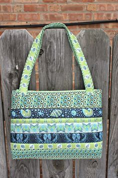 Free Bag Pattern: Arabesque Bag. Zippered top and inside pockets. Nice!