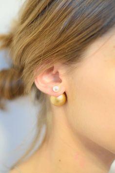 """un DIY dont je revais ! un tutoriel pour faire vos propres boucles d""""oreilles façon """"Mise en Dior"""" les fameuses boucles à 2 perles. A wonderful DIY that i was looking for since a long time. a tutorial to create your own earrings in the way of """"Mise en Dior"""". The famous double pearls earrings."""