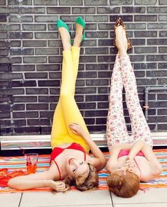 37 Impossibly Fun Best Friend Photography Ideas: Because you know you're best friends...