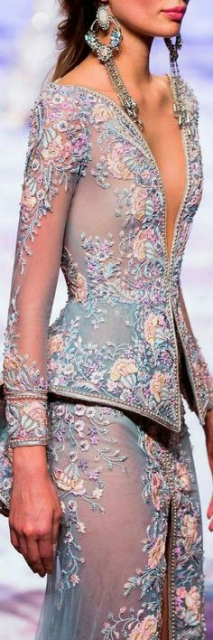 Michael Cinco SS Wow, imagine this in bridal tones. Change to fit your style. Michael Cinco SS Wow, imagine this in bridal tones. Change to fit your style. Look Fashion, Fashion Details, High Fashion, Fashion Design, 2000s Fashion, Fashion Goth, Fashion Black, Fashion Tips, Michael Cinco
