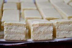 Prajitura Alba ca zapada - CAIETUL CU RETETE Feta, Food And Drink, Dairy, Cooking Recipes, Cheese, Sweet, Desserts, Amazing, Gourmet