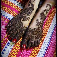 Beautiful Peacock mehndi designs for legs