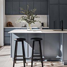 French Home Decor .French Home Decor Home Decor Kitchen, New Kitchen, Home Kitchens, Kitchen Pulls, Home Interior, Kitchen Interior, Interior Styling, Design Studio, Küchen Design