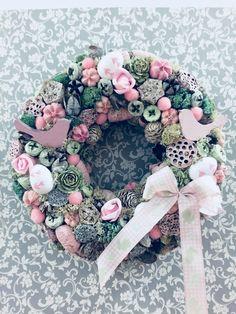 Modern Floral Arrangements, Flower Arrangements, Victorian Crafts, Christmas Bulbs, Christmas Decorations, Decoupage Box, Easter Wreaths, Summer Wreath, Diy Wreath
