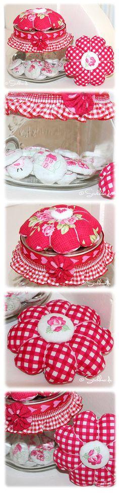 Der Stickbär | Designbeispiel: Knopfparade Cute machine embroidered buttons Bestickte Knöpfe Stickdatei vom Stickbär www.stickbaer.de
