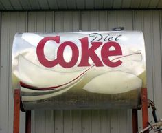 Top 10 Amazing Examples of Fuel Tank Art New family size cans! Propane Tank Art, Simple Art Designs, Farm Art, Coke Cans, British, Cool Tanks, Yellow Submarine, Diet Coke, Coca Cola