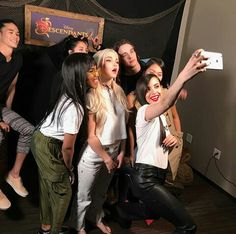 Dove Cameron and The Descendants 2 cast on ohmydisney Instagram.