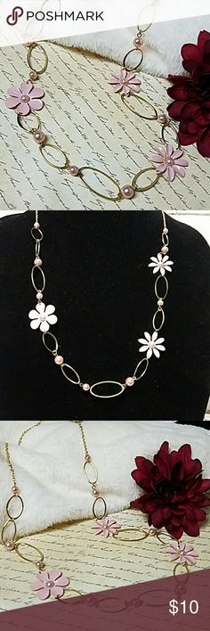 """Gorgeous Pearl & Flower Simple Necklace 32"""" Long w/3"""" extender chain Gold w/lobster clasp closure. Beautiful Pink Pearls & Gold Ovals w/Pastel Flowers. Truly gorgeous! Item#N973 *ALL JEWELRY IS NWT/NWOT/UNUSED VINTAGE* 25% OFF BUNDLES OF 3 OR MORE ITEMS! **ALL REASONABLE OFFERS ACCEPTED** BUY WITH CONFIDENCE~TOP 10% SELLER, FAST SHIPPING,5 STAR RATING, FREE GIFT w/MOST ORDERS! Jesi's Fashionz  Jewelry Necklaces"""