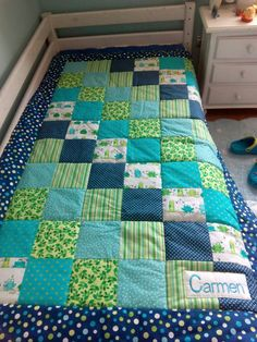 Colcha patchwork Strip Quilts, Boy Quilts, Girls Quilts, Bed Quilt Patterns, English Cottage Interiors, Baby Quilt Tutorials, Small Sewing Projects, Quilt Sizes, Quilting Projects