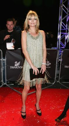 Kate Moss: Her best fashion looks - Elle Canada, At a concernt in Moss channeled her inner-flapper girl in this sparkly, fringed frock. 1920 Style, Flapper Style, 20s Fashion, Fashion Looks, Celebrity Dresses, Celebrity Style, Estilo Kate Moss, Kate Moss Stil, 20s Mode
