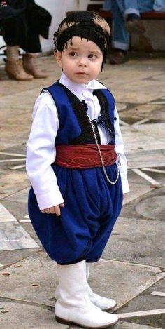 Little Greek man. Greek Men, Greek Beauty, Greek Culture, Folk Dance, People Of The World, Crete, Wonders Of The World, Costumes, Wedding Dresses