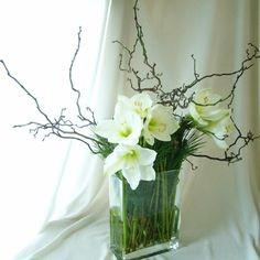 LOVE FOR ROUNDS!! Twigs with flowers. Natural looking.