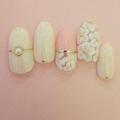 ブライダルネイル ウェディングネイル#nail #nailart #fashion #ネイル #flower 3D & Flat Flower