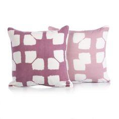 Wir lieben Muster: Für Lila-Fans (und solche, die es werden wollen): zwei Kissenhüllen in Lila und Weiß.