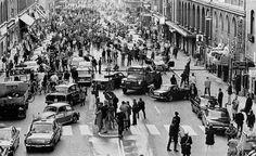 La prima mattinata dopo il passaggio dalla guida a sinistra alla guida a destra in Svezia, 1967.  Le foto memorabili del Novecento che in pochi hanno visto - TPI