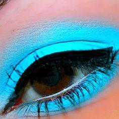 Light neon blue eye makeup