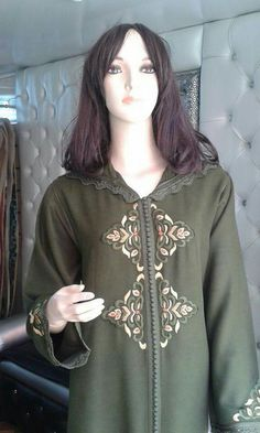 Jellaba Embroidery Suits Design, Embroidery Dress, Kaftan Abaya, Modele Hijab, Kurta Neck Design, Moroccan Caftan, Couture Sewing, Caftans, Saree Blouse Designs