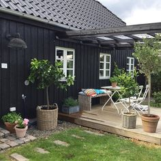 Back Gardens, Outdoor Gardens, Hygge, Mobile Home Exteriors, Outdoor Rooms, Outdoor Decor, Swimming Pool Designs, Pergola Designs, Planter Boxes