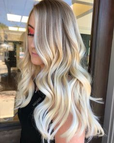 Look at here to see the fantastic Long Hair Color Highlights of White & Golden Shades for 2018 Girls and women. This gorgeous styles is created by Los Angeles In USA. we also love this really stylish and great ideas with new look. Explore our gallery to f Brown Ombre Hair, Ombre Hair Color, Cool Hair Color, White Ombre, Light Hair Colors, Ombré Hair, Blonde Hair, Emo Hair, Short Blonde