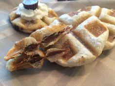 Food Mamma: stuffed puff pastry waffles Chocolate Spread, Hershey Chocolate, Sweet Desserts, Dessert Recipes, Hershey Recipes, Butter Spread, Waffle Recipes, 2 Ingredients, Waffles