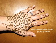 Fishnet glove w/ flowers - Jamilah's pattern by Henna by Heather - Mehndi in Boston / Providence M, via Flickr.......can we henna on my half gloves????