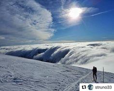 """Slovenské virtuálne """"vodopády""""  nádhernééé #praveslovenske od @struno33 #mountains #winter #snow #tatry #sky #nature #dumbier #tatramountains #sun #clouds #inversion #landscape #slovensko"""