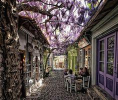 Molyvos, Lesvos, Greece. Photo by Jay21310, boredpanda.com.