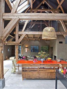Uma casa de fazenda rústica, mas bem original