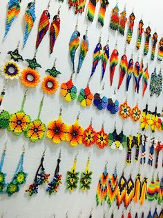 Embera Wera Earrings Bead Jewellery, Seed Bead Jewelry, Seed Bead Earrings, Beaded Earrings, Beaded Jewelry, Seed Beads, Bead Embroidery Jewelry, Fabric Jewelry, Beaded Embroidery