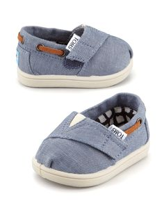 TOMS Tiny Chambray Bimini Shoe, Blue - Neiman Marcus I think my baby needs these! Source by blue Baby Boy Fashion, Kids Fashion, Fashion Outfits, Neiman Marcus, Outfits Inspiration, Baby Toms, Chambray, Bergdorf Goodman, Pretty Shoes
