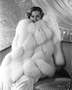 fur fashion directory is a online fur fashion magazine with links and resources related to furs and fashion. furfashionguide is the largest fur fashion directory online, with links to fur fashion shop stores, fur coat market and fur jacket sale. Barbara Stanwyck, Vintage Fur, Vintage Bridal, Vintage Ideas, Vintage Stuff, Vintage Designs, Vintage Games, Vintage Vogue, Vintage Colors