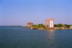 Willingdon Island is a manmade island in Ernakulam, Kerala. This island is named after the former British Viceroy in India, Lord Wiilingdon. This island is connected to the mainland through the Vedurithy Bridge. This old manmade island and the backwater surrounding it is a scenic beauty. Main tourists from Hyderabad visit and spend vacation holidays in this island in Kerala with cheap rate of price charge.