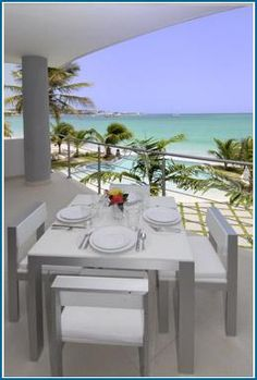 beach vacation. would love to eat here.