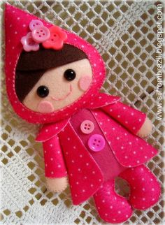 Felt pink pixie elf doll with polka dots and flower buttons. Sewing Toys, Sewing Crafts, Sewing Projects, Craft Projects, Felt Diy, Felt Crafts, Fabric Crafts, Felt Fabric, Felt Dolls