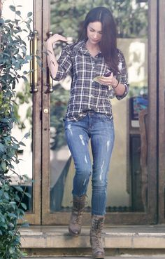 I'm diggin her style, but id have on cowboy boots on instead :)