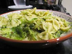 Katie Cooks Dinner: BRUSSELS SPROUTS AND PESTO PASTA VIA SIRIOUSLY DELICIOUS