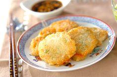 すりおろしたジャガイモを加えたチヂミ。モチモチとした食感が人気です。ジャガツナチヂミ[エスニック料理/焼きもの、オーブン料理]2010.12.13公開のレシピです。
