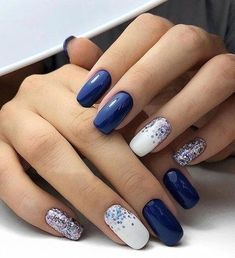 The advantage of the gel is that it allows you to enjoy your French manicure for a long time. There are four different ways to make a French manicure on gel nails. Stylish Nails, Trendy Nails, Acrylic Nail Designs, Nail Art Designs, Nails Design, Navy Nail Designs, Acrylic Nails, Pink Nails, My Nails