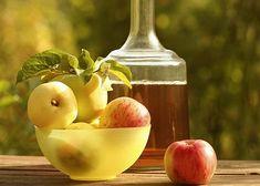 Оригинальный рецепт вина из яблок и груш обязательно понравится любителям сладких и ароматных напитков. Для его приготовления вам понадобится:  Яблочный сок — 6 л Грушевый сок — 700 мл Сахар — 550 г Изюм — 110 г