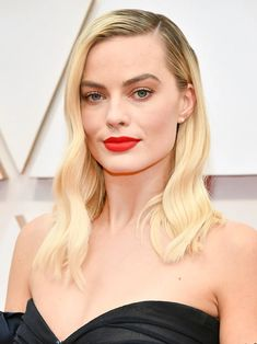 13 Must-See Beauty Looks From the 2020 Oscars Red Carpet — Margot Robbie Oscar Hairstyles, Wedding Hairstyles, Cool Hairstyles, Wedding Hair And Makeup, Hair Makeup, Modern Updo, Matte Red Lips, Subtle Ombre, Platinum Hair