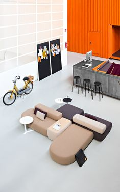 PLUS: modular designer sofas and elements – Lapalma Modular Furniture, Sofa Furniture, Furniture Plans, Furniture Design, Sofa Sofa, Office Interior Design, Office Interiors, Sofa Design, Lounge Lighting