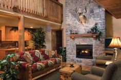 Get cozy with the comforts of home while enjoying Lodges at Fox Hollow in Branson West, Missouri. The Ozark Mountains are waiting for your next family adventure! Branson Cabins, Branson Condo, Cabin Plans, House Plans, Branson Missouri, Hotel Motel, Getting Cozy, Cabin Rentals, Double Beds