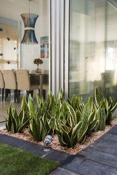 Resultado de imagen para jardines de entrada minimalistas #DecoraciondeJardines