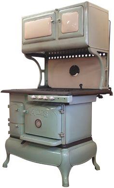 Antique stove. ♥♥♥