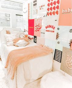 Schlafzimmer How To Choose A Chandelier Based On Style Chandelier Style Guide If you are building yo Bedroom Decor For Teen Girls, Room Ideas Bedroom, Bedroom Inspo, Dorm Room Designs, Cute Room Decor, College Dorm Rooms, Aesthetic Room Decor, Dream Rooms, Cool Rooms