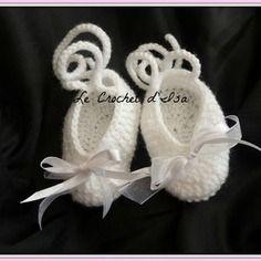 Chaussons ballerines  bebe au crochet blanc  ideal bapteme