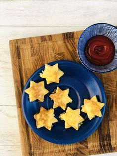 Super tasty French toast stars with ketchup dip – make kids a breakfast they'll literally jump out of bed for! Liven up the kids breakfast time with our yummy little French toast stars with a side of ketchup. These delicious eggy bread stars are sure to be a hit with your little one and they're super simple to make. #kidsbreakfast #vegetarianbreakfast #easykidsrecipe #easykidsbreakfast #easyrecipe