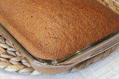 Ανάλαφρο κέικ ινδοκάρυδου Ένα πανεύκολο κι ελαφρύ κέικ! Η συνταγή δίνει ένα εκπληκτικά αφρούγιο κέικ που δεν σε λιγώνει καθόλου.  Υλικά Για το κέικ 1 ποτ. λάδι (ή ½ λάδι-½ βούτυρο) 1 ποτ. ζάχαρη 5 μεγάλα αυγά 2 ποτ. αλεύρι φαρίνα 1½ Greek Cooking, Sweets Cake, Vanilla Cake, Tiramisu, Cake Recipes, Ethnic Recipes, Desserts, Food, Tailgate Desserts
