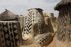 In the south of Burkina Faso, a landlocked country in west Africa, near the border with Ghana lies a small, circular village of about Out Of Africa, West Africa, Vernacular Architecture, Art And Architecture, Organic Architecture, Ancient Architecture, Beautiful Architecture, Mud House, Le Village